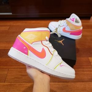 Brand New Air Jordan 1 Mid Edge Glow GS Sneakes